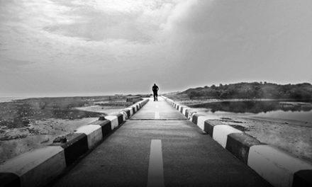 Η μοναξιά αυξάνει την εγωκεντρικότητα και η εγωκεντρικότητα τη μοναξιά