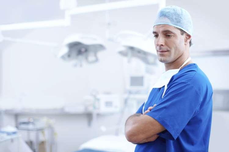 Πόσοι είναι η Έλληνες ιατροί που εργάζονται στο εξωτερικό