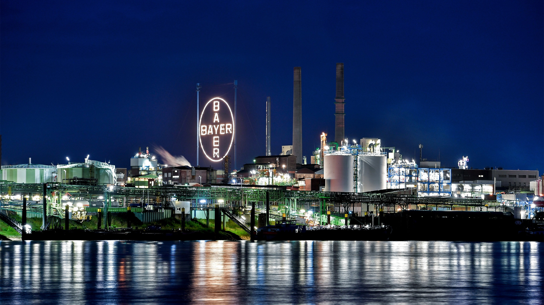 Bayer: περικοπές 12.000 θέσεων εργασίας και πωλήσεις εμπορικών σημάτων
