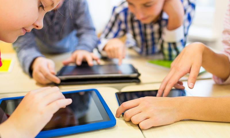 Πως επηρεάζουν τον εγκέφαλο των παιδιών οι πολλές ώρες μπροστά σε οθόνη?