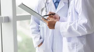 Σε 65.513 ανήλθαν πέρυσι οι εγγεγραμμένοι ιατροί στους Ιατρικούς Συλλόγους της χώρας, σύμφωνα με την ΕΛΣΤΑΤ