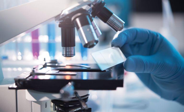 Φαμοτιδίνη: Ένα αντιόξινο φάρμακο στη μάχη κατά του κοροναϊού