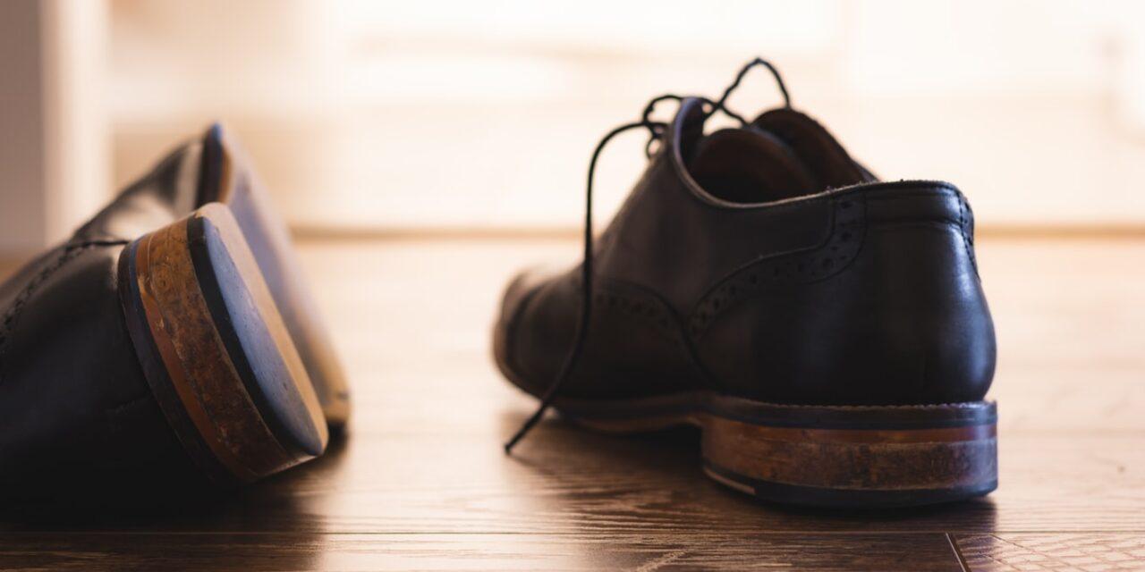 Κοροναϊός : Έτσι απολυμαίνουμε τα παπούτσια μας