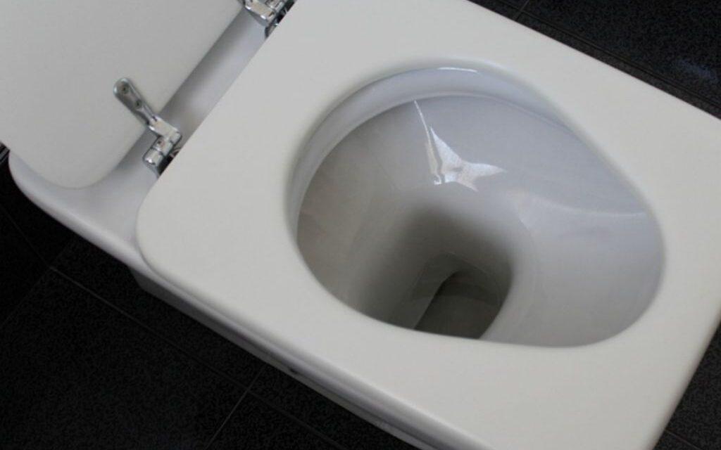 Καζανάκι τουαλέτας – Κοροναϊός : Οι κίνδυνοι αν το πατήσετε χωρίς να κλεισετε το καπάκι