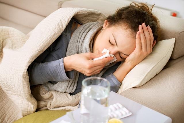 Πώς θα ξεχωρίσεις αν έχεις κορωνοϊό, κρυολόγημα ή γρίπη