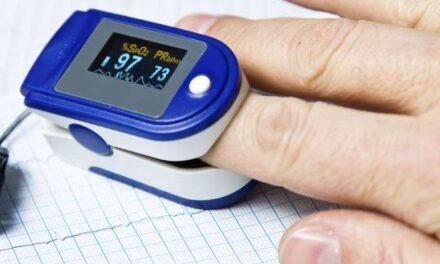 Οξύμετρο και βιντεοκλήσεις, σημεία κλειδιά στη διαχείριση ασθενών με Covid στο σπίτι