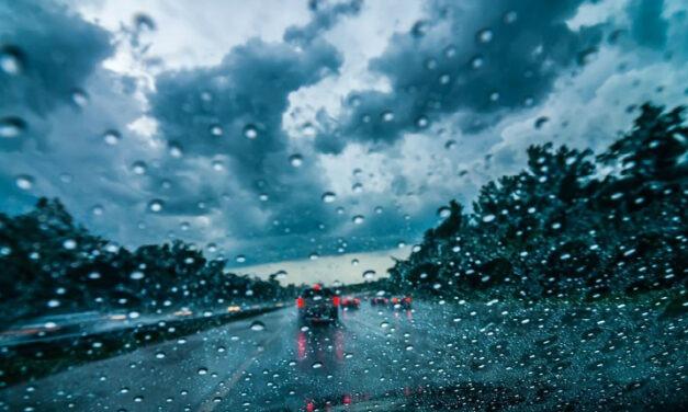 Ασφαλής Οδήγηση στη βροχή: Βασικές συμβουλές
