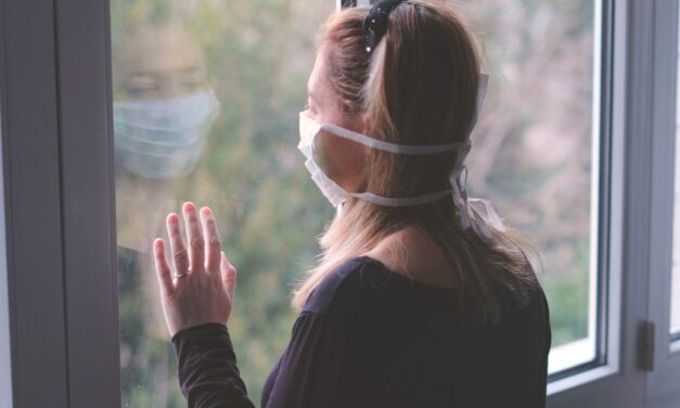 Κορωνοϊός: Τηρήστε 5 αρχές για να μην κολλήσετε μέσα στο σπίτι ακόμα και αν είστε μαζί με άτομα που ασθενούν