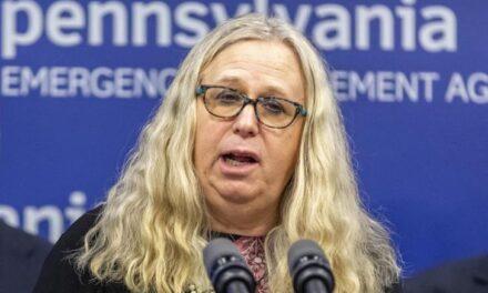 Μια τρανσέξουαλ γιατρός στην κυβέρνηση Μπάιντεν