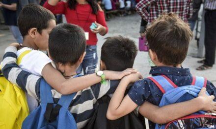 Τα παιδιά του Δημοτικού έχουν μόλις το 1/16 του ιικού φορτίου των 80άρηδων